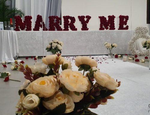 הצעת נישואין באולם