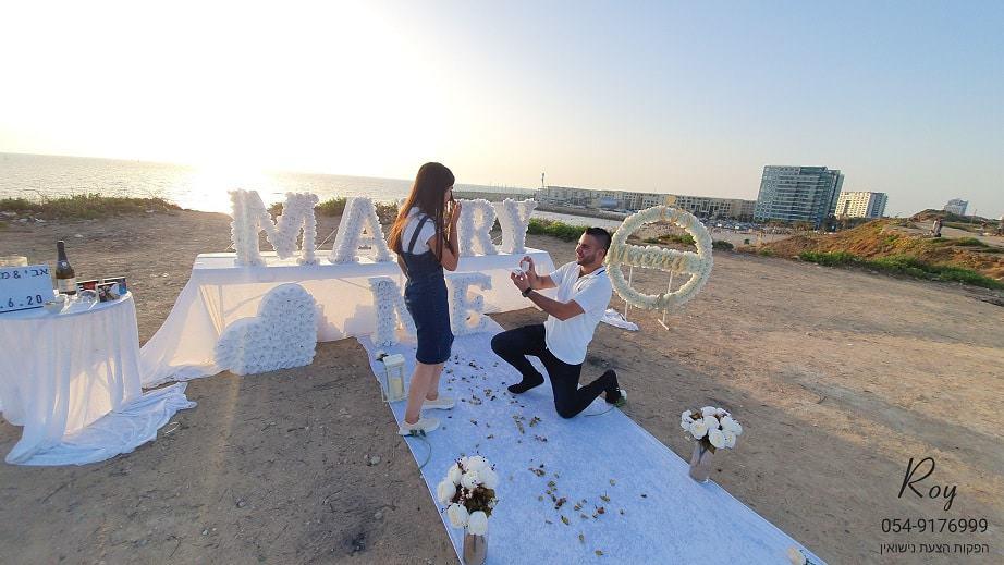 הצעת נישואין בחוף הצוק הרצליה אבי & מאיה(84.6.20)00136