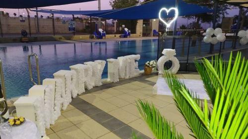 הצעת נישואין בבריכה בבית שאן