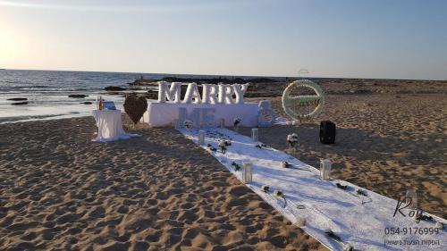 הצעת נישואין חוף אכזיב