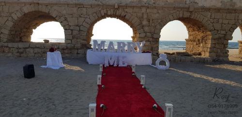 הצעת נישואין חוף הקשתות קיסריה