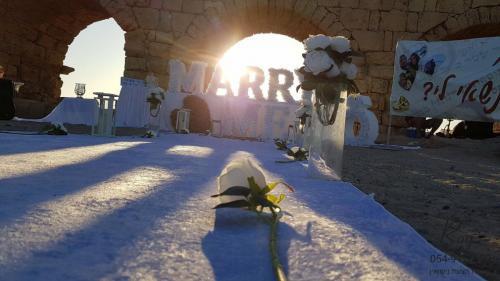 הצעות נישואין קיסריה בחוף הקשתות